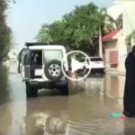 فتاة سعودية تتزلج على ماء السيول فى شوارع جدة
