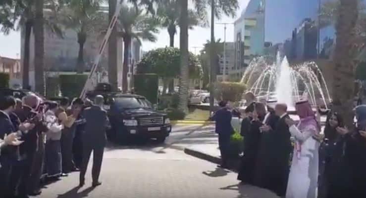 فيديو: لحظة وصول الأمير الوليد بن طلال إلى برج المملكة بعد خروجه من فندق الريتز