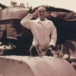 الملك فهد على ظهر دبابة في أمريكا عام 1945