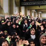 المرأة المجهولة التي أصبحت رمزا لاحتجاجات إيران