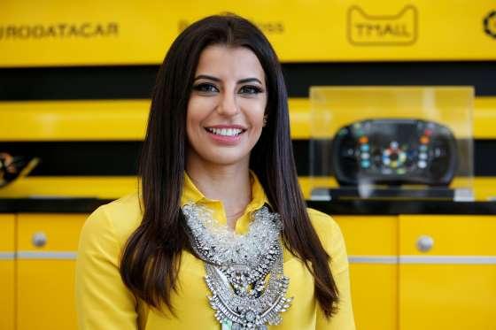 صور أول سعودية تقود سيارة فورميلا وان