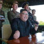 """زعيم كوريا الشمالية يعدم ضابطا بارزا بتهمة """"غريبة"""""""