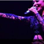 بالفيديو: مغنية تركية شهيرة تفقد الوعي على المسرح