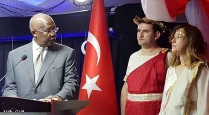 فستان سفيرة تركية يفجر غضب أنقرة.. والخارجية تستدعيها