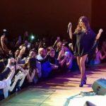 نانسي عجرم تسقط أرضا على المسرح… فيديو