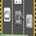 """المرور: النزول أو ركوب السيارة أثناء سير المركبات """"مخالفة"""""""