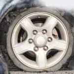 أمن الطرق: 4 خطوات مهمة عند انفجار إطار السيارة
