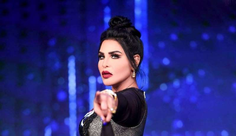 صورة: أحلام ترتدي الحجاب وبدون مكياج