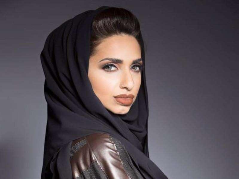 زواج مصمّمة الأزياء الإماراتية سارة المدني حديث الساعة على الميديا