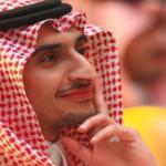 """الأمير السعودي """"سهم"""" يخطف الأنظار خلال حفل غنائي كبير في جدة"""