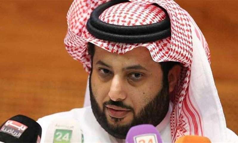 تركي آل الشيخ يروج لأول عرض أزياء للنساء في السعودية