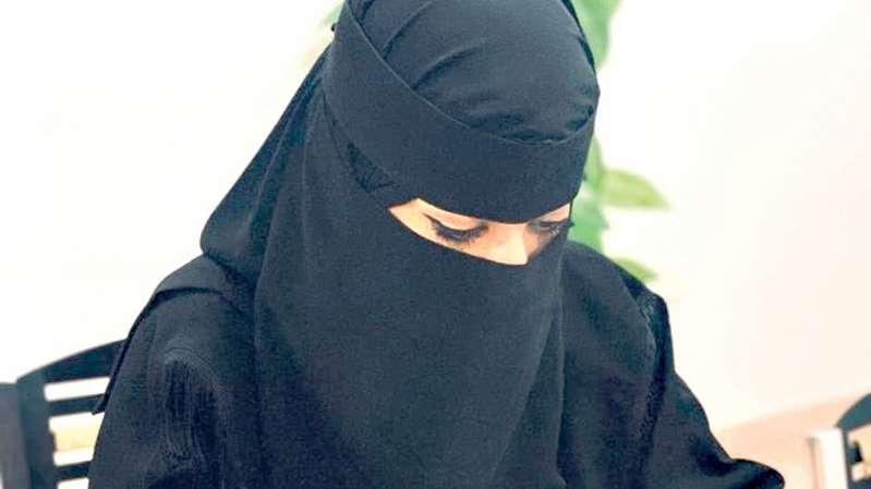 فتاة سعودية تعمل مع الشرطة الأمريكية