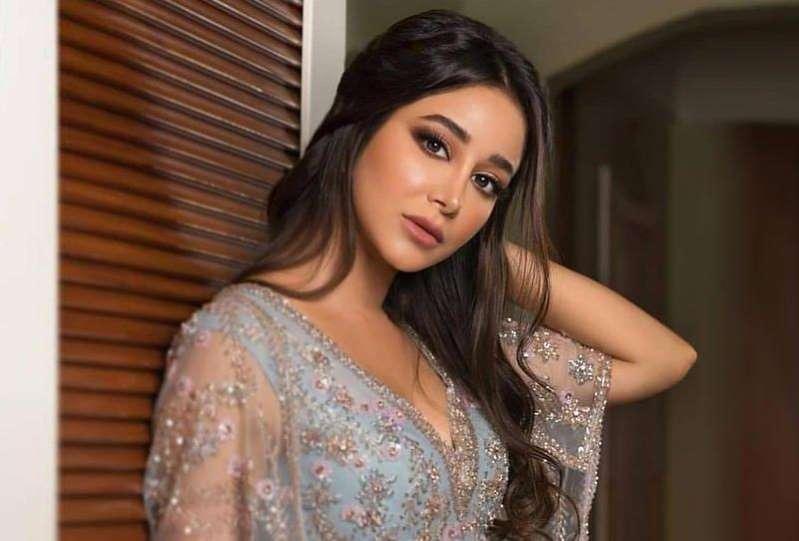 قبلة أسيل عمران لهذا الممثل الخليجي تعرضها لنقد حاد