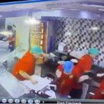 فيديو: اقتحام سيارة لمطعم بجدة تقودها سيدة.. وما فعله العامل نال الإعجاب