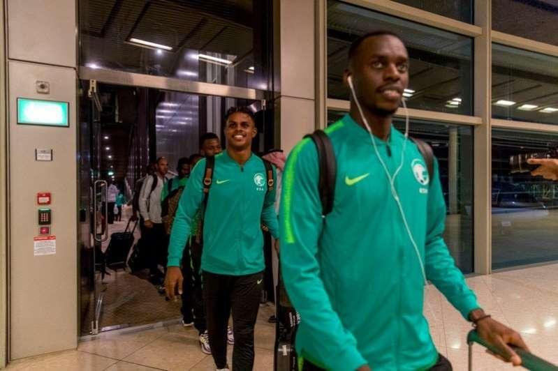 جوازات لاعبي الأخضر بلا ختم إسرائيلي .. تفاصيل الطريق إلى رام الله