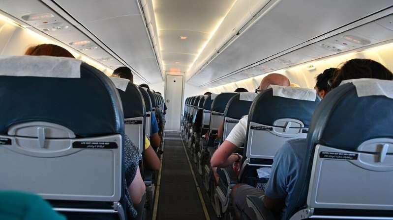 مضيفة تكشف كيف كانت تنتقم من المسافرين الوقحين