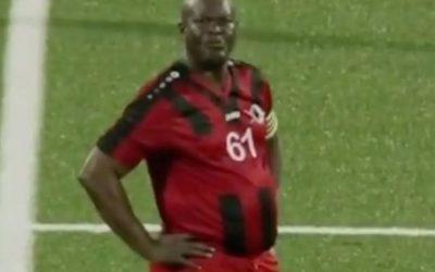 أب لـ 50 طفلاً و نائب رئيس دولة يخوض مباراة مع فريقه ويبلغ من العمر 60 عام